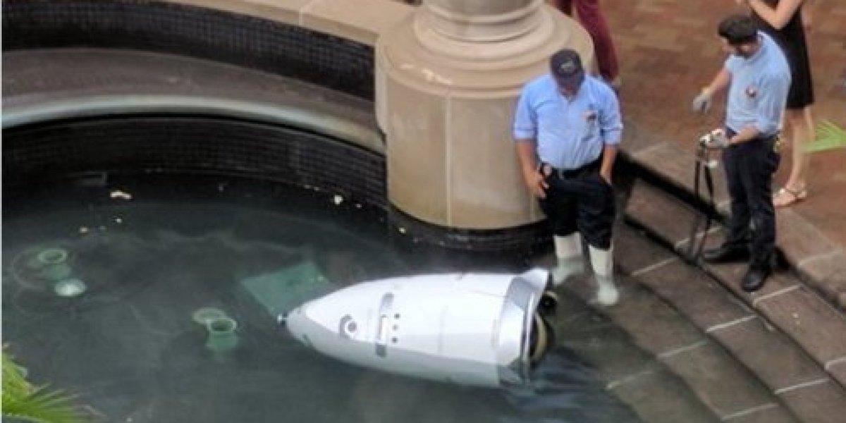 격무에 시달리던 경비 로봇이 물 속에 몸을 던졌다(사진) https://t.co/Yb5o6iAnhz