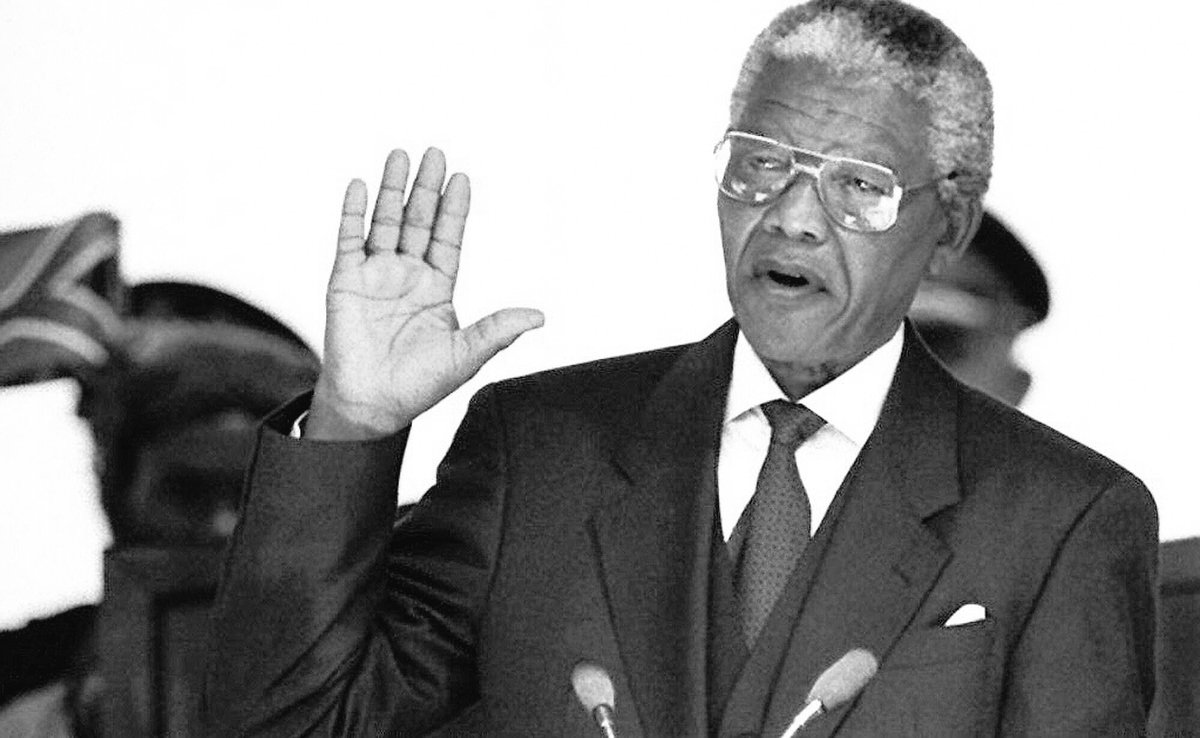 A MAN WHO CHANGES HIS PRINCIPLES DEPENDING ON WHO IS DEALING WITH THAT ISNOT A MAN WHO CAN LEAD A NATION #NelsonMandela #Team228 #Team224 <br>http://pic.twitter.com/rgBANPSJtf