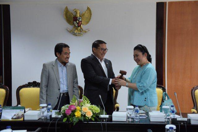 Titi Soeharto Dilantik Jadi Wakil Ketua BKSAP https://t.co/Ylu1mfsUyR...