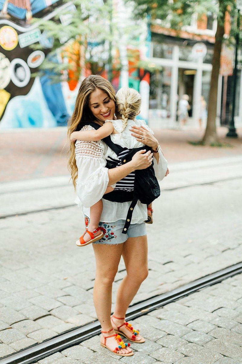 My 5 Favorite Kid Friendly Spots in Downtown Memphis + LILLEbaby Carrier #Giveaway!!  http:// bit.ly/2uMwQMN  &nbsp;   #ootd #familytime #memphis<br>http://pic.twitter.com/L9oHjrr8Zu