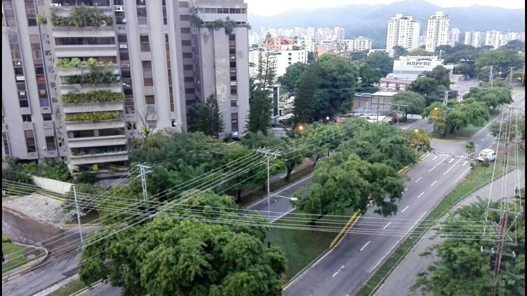 #Carabobo 6:47am #20Jul Así se encuentra Av. Cuatricentanaria en Valen...