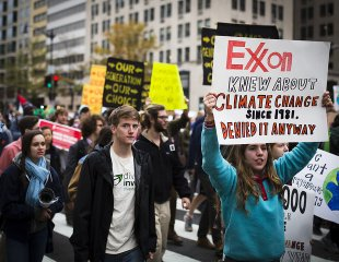 Exxon must be held accountable for its proactive #climate lies &amp; interferences with policy - see why/how:  http://www. alternet.org/environment/wh y-exxon-investigation-more-urgent-and-more-justified-ever &nbsp; …  #ExxonKnew <br>http://pic.twitter.com/UX8xV2L4d5