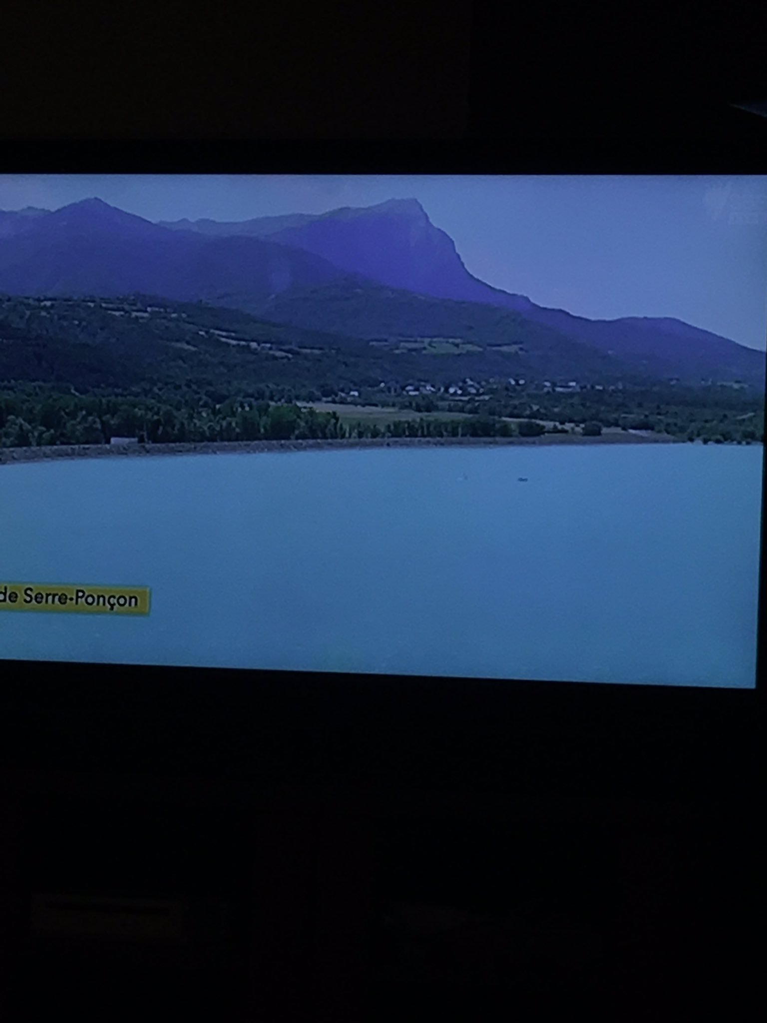 That's a very mineral rich or radioactive lake! #sbstdf https://t.co/rShgVhr4bc
