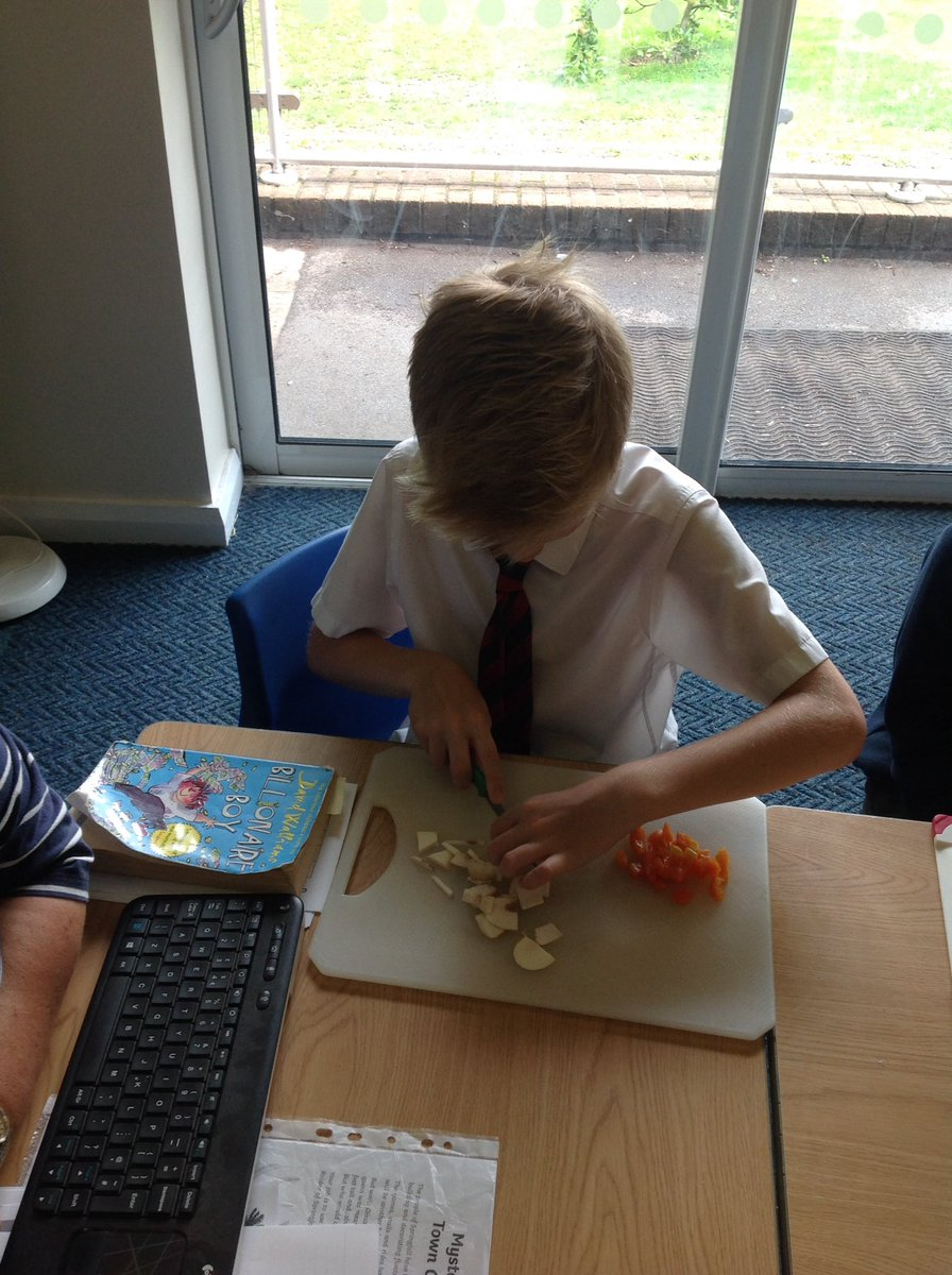 test Twitter Media - Learning to chop safely will help us to become amazing pizza chefs in Year 3! #gorseydt https://t.co/udkRQuVbxA