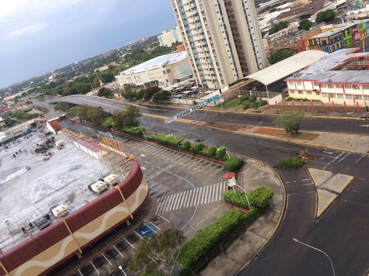 EN FOTOS   Maracaibo: Ni un ciudadano de a pie en la calle. Atacan en...