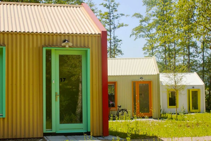 Dutch studio unveils colorful #solar powered village for area #homeless #Eindhoven   http:// bit.ly/2uFxmey  &nbsp;  <br>http://pic.twitter.com/fjrbDdZ8za