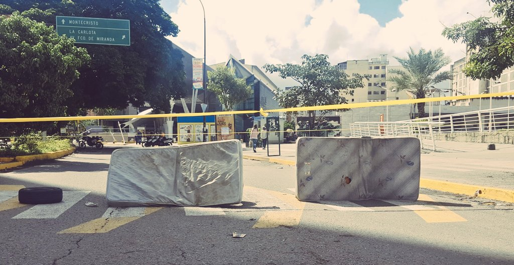 #caracas When they say #CalleSinRetorno they actually mean it This is #Sebucan #ThisIsVzla<br>http://pic.twitter.com/587fxySs1x