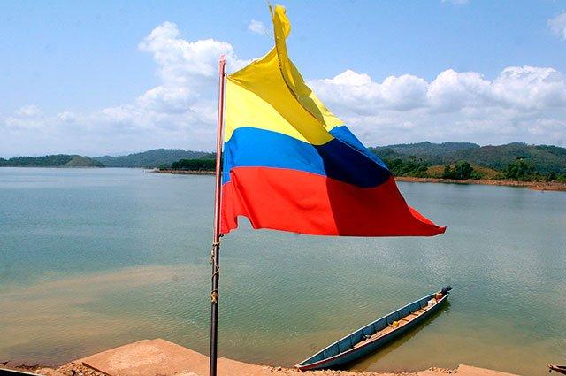 En #NoticiasCaracol somos orgullosamente colombianos: feliz #20DeJulio...