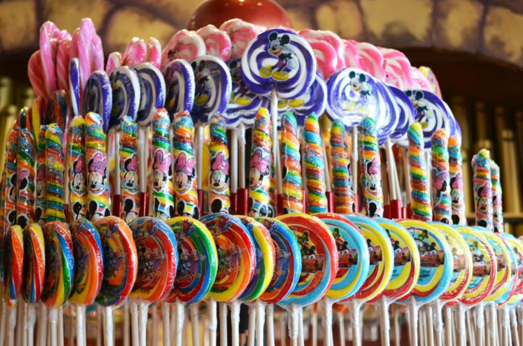 Treat yourself to something sweet from Disney's Candy Cauldron on #NationalLollipopDay!  <br>http://pic.twitter.com/FiyqbhXbRN