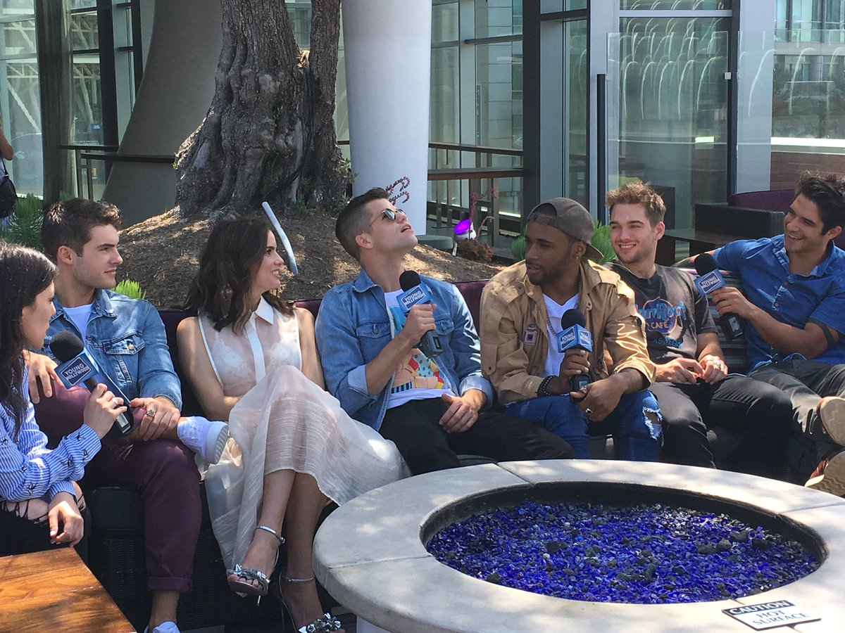Here's the crew just chillin' 😍 Anyone waiting outside of Hall H for o...