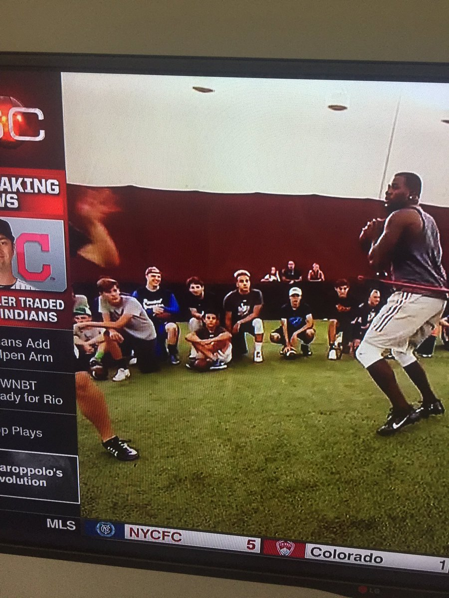 #ThrowbackThrusday to when @Such_XVIII, @kylebradley_ucm and I were on SportsCenter @ThrowItDeep #espn #NFL<br>http://pic.twitter.com/zIbgxai3KV