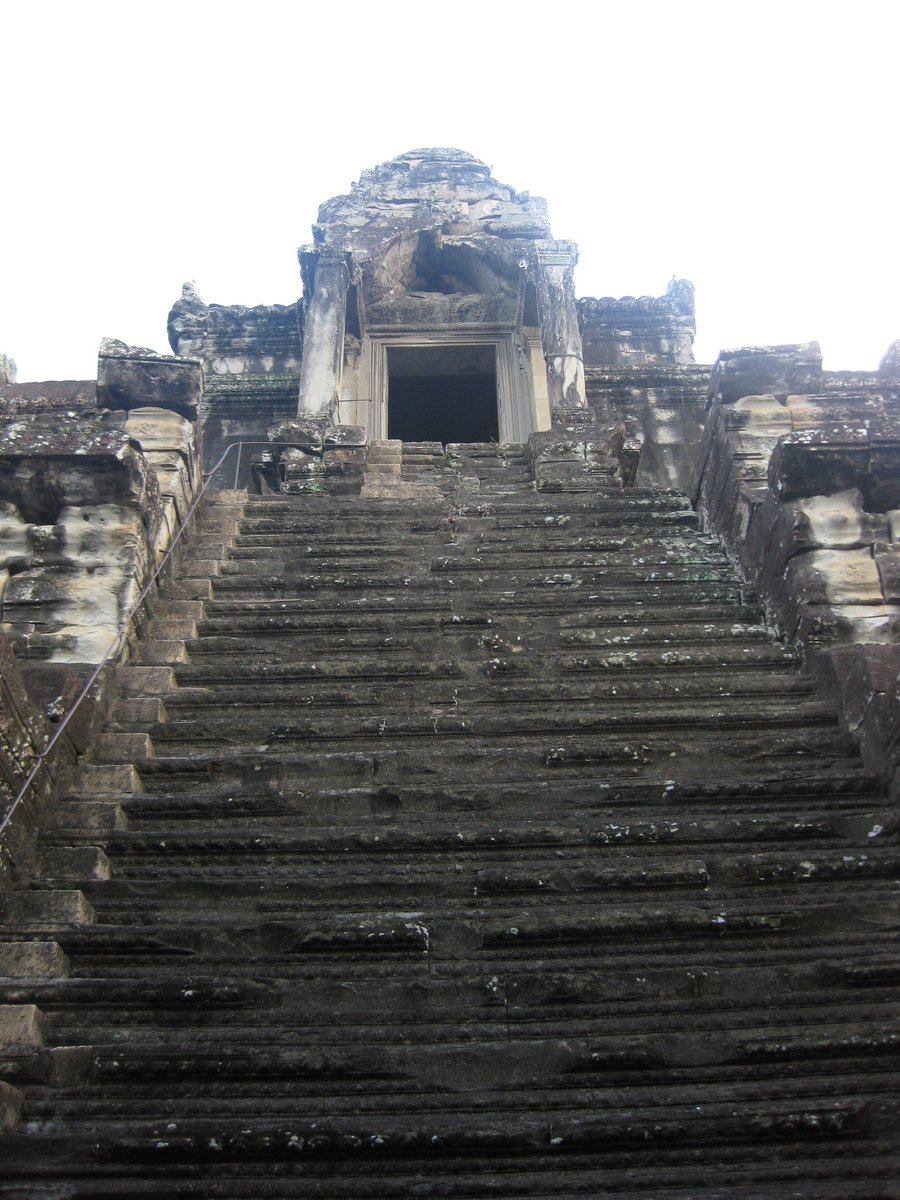When you arrive at every #Temple in #Asia, and see how many steps you have to climb in 40 degree heat... SO MUCH FUN <br>http://pic.twitter.com/O8Yloz4XuB