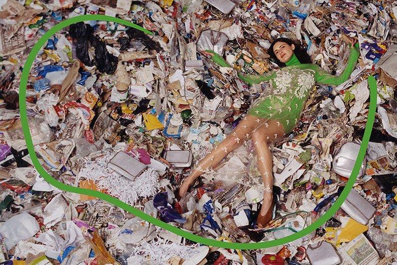 A nova campanha da @StellaMcCartney é no lixão. Mesmo. Vem ver mais: https://t.co/EpziY08HeD