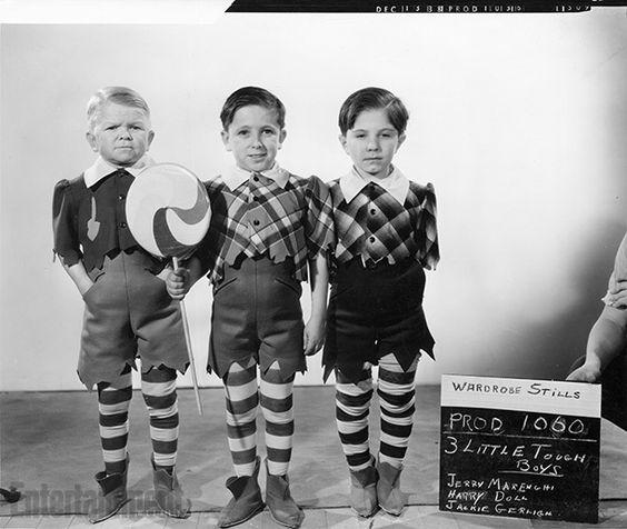 A wardrobe test for The Wizard of Oz featuring the actors who played The Lollipop Guild. #nationallollipopday <br>http://pic.twitter.com/v19aasGliq