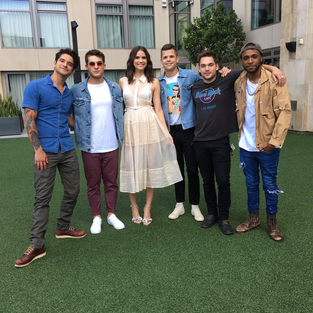 Name a cuter cast. I'll wait. You can't #TeenWolfSDCC https://t.co/Cob...