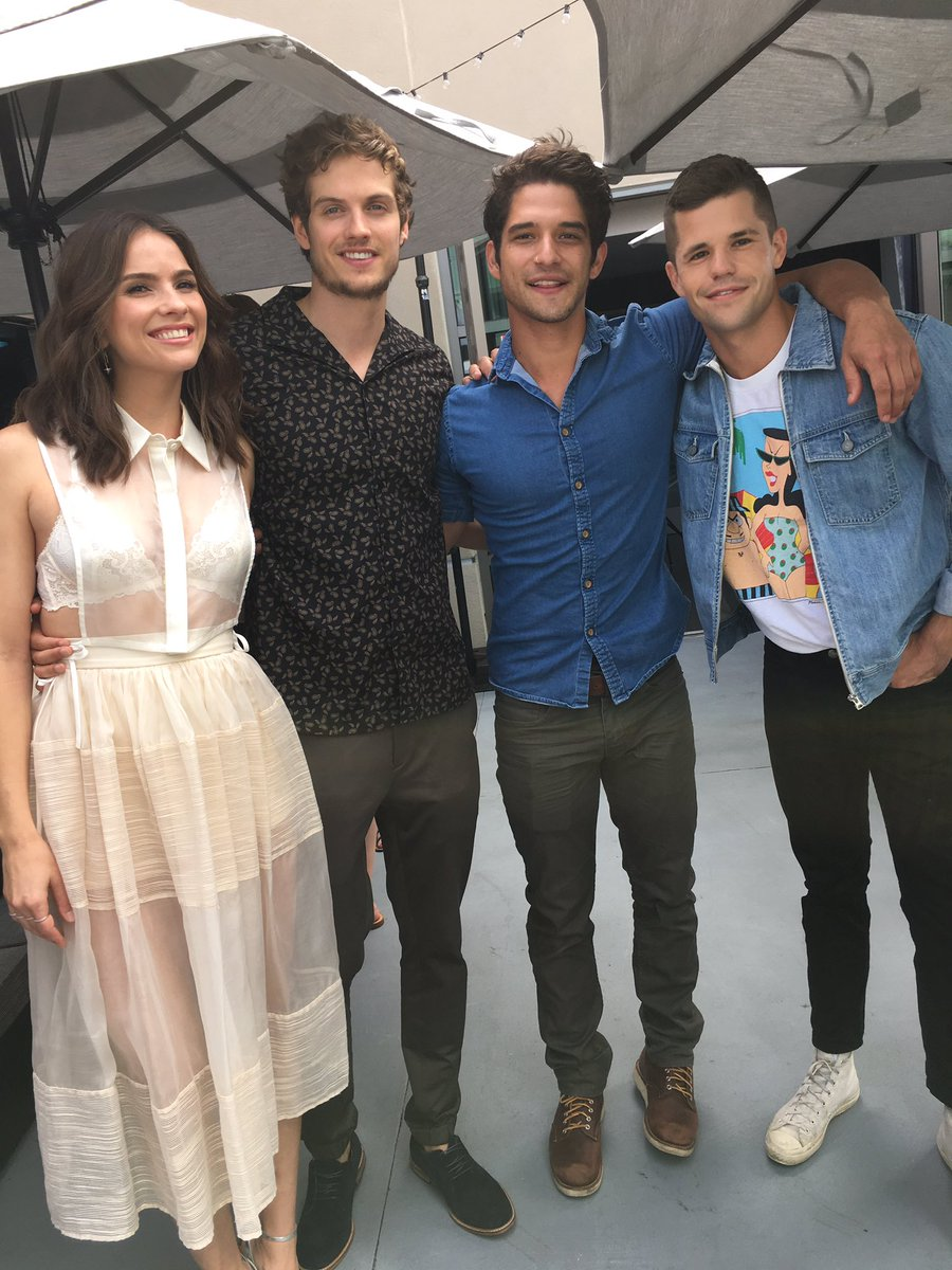 What... No scarf?! #TeenWolfSDCC https://t.co/rDLWVERBDK