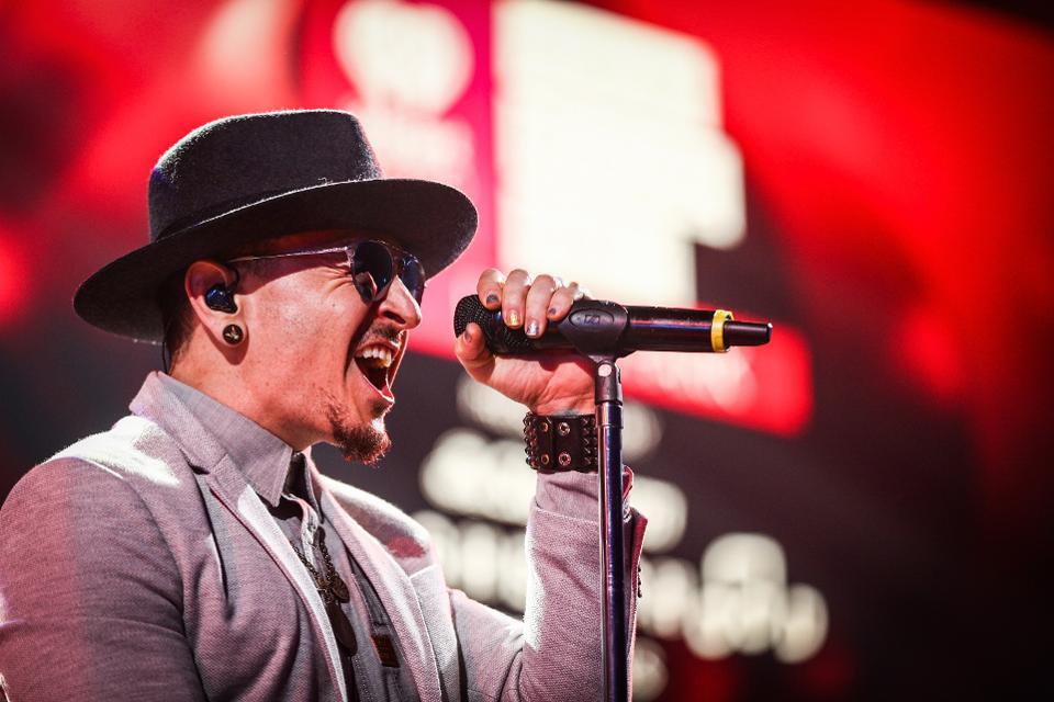 Linkin Park lead singer Chester Bennington dead at 41  https://t.co/ljhsdxL4vy