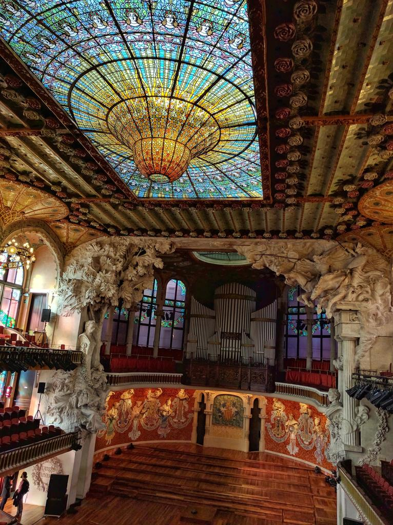 Did u know that @PalaudelaMusica is a @UNESCO World Heritage Site & home to this incredible stained glass window?👉 https://t.co/heHR4kcgT9