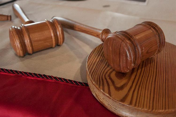 Menino de 11 anos leva mãe a tribunal https://t.co/5vbFgHMQcr