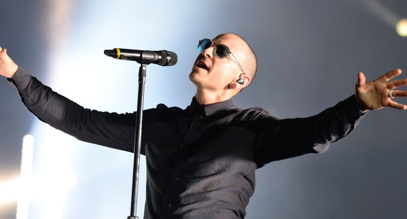 #BREAKING: Linkin Park singer Chester Bennington commits suicide by hanging https://t.co/9wsDkh0XCB