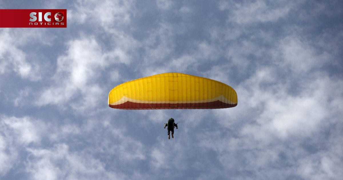 Festival aéreo concretiza sonho de saltar de paraquedas aos 80 anos ht...