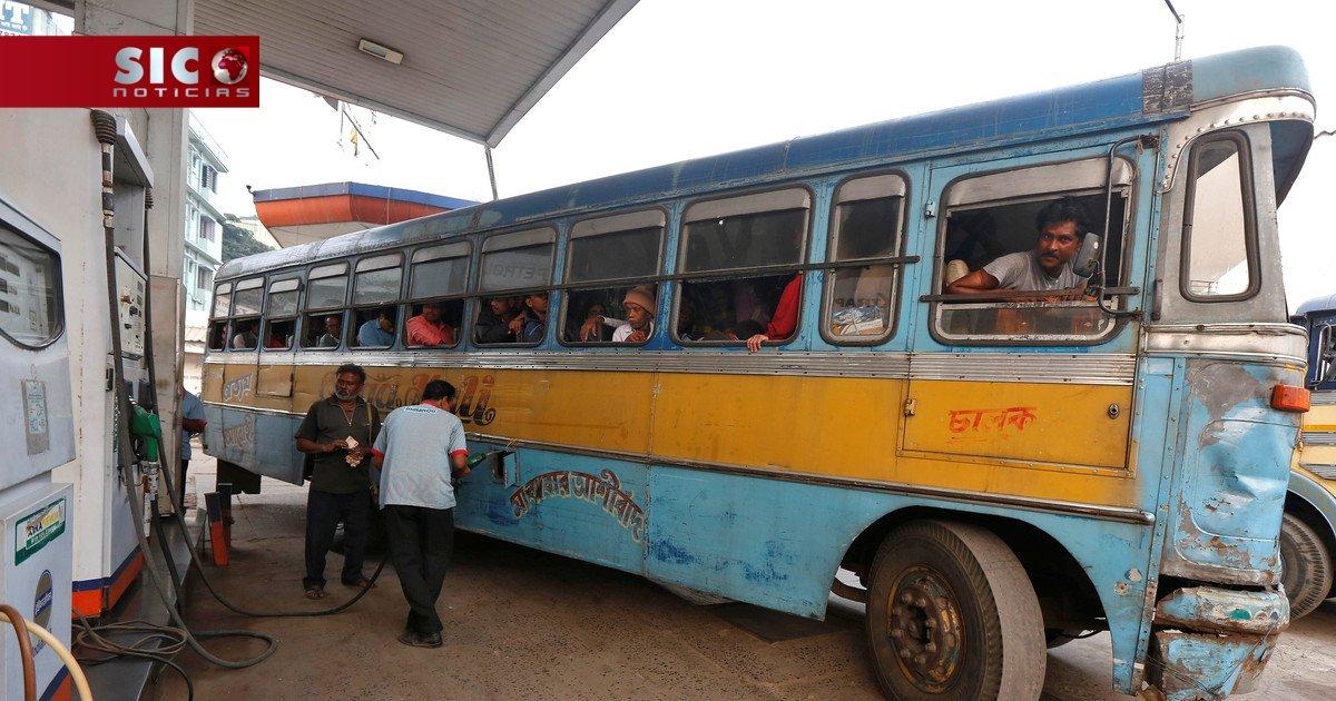 Acidente de autocarro provoca pelo menos 28 mortos na Índia https://t....