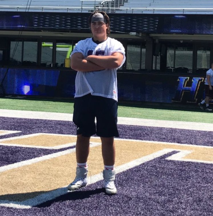 2020 OG has #Washington on top early following recent unofficial visit. #UCLA also a program to watch  https:// washington.rivals.com/news/2020-ol-h as-high-interest-in-washington-early-talks-recruitment &nbsp; … <br>http://pic.twitter.com/Vq6ieJZCDo