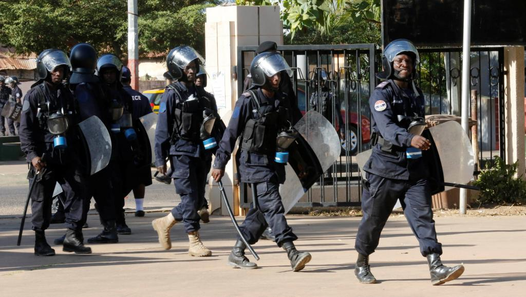 Gambie: quatre soldats suspectés d'actes de mutinerie arrêtés https://t.co/kYnnt1K7wu