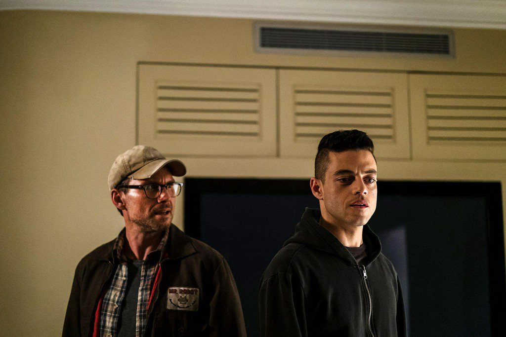 Mr. Robot teases Season 3 with puzzles and pork at #SDCC2017 https://t...