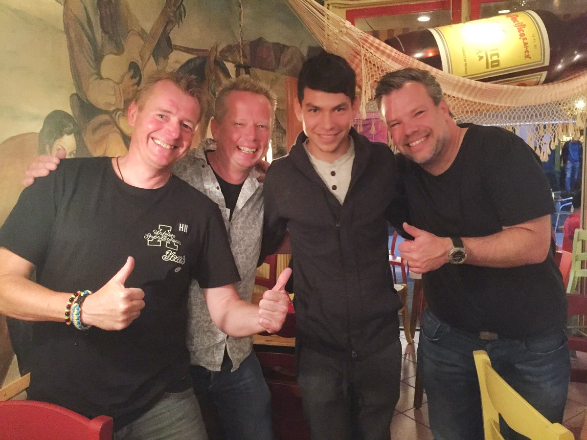 Welcome @HirvingLozano70 in our beautiful city! We are proud! #psv #Eindhoven @PSV #eendracht #lozano #chucky<br>http://pic.twitter.com/sYoWgD3C9o