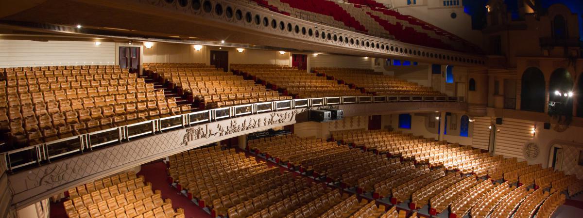 Insolite: le Grand Rex vend ses fauteuils de cinéma 10 euros l'unité https://t.co/s8s1CX3aTO