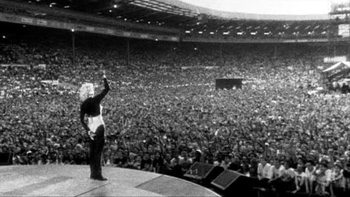 On this day 27 years ago, I was at Wembley Stadium watching @Madonna #BlondAmbition #WhereDidThemYearsGo !<br>http://pic.twitter.com/EtQyUeLjYJ