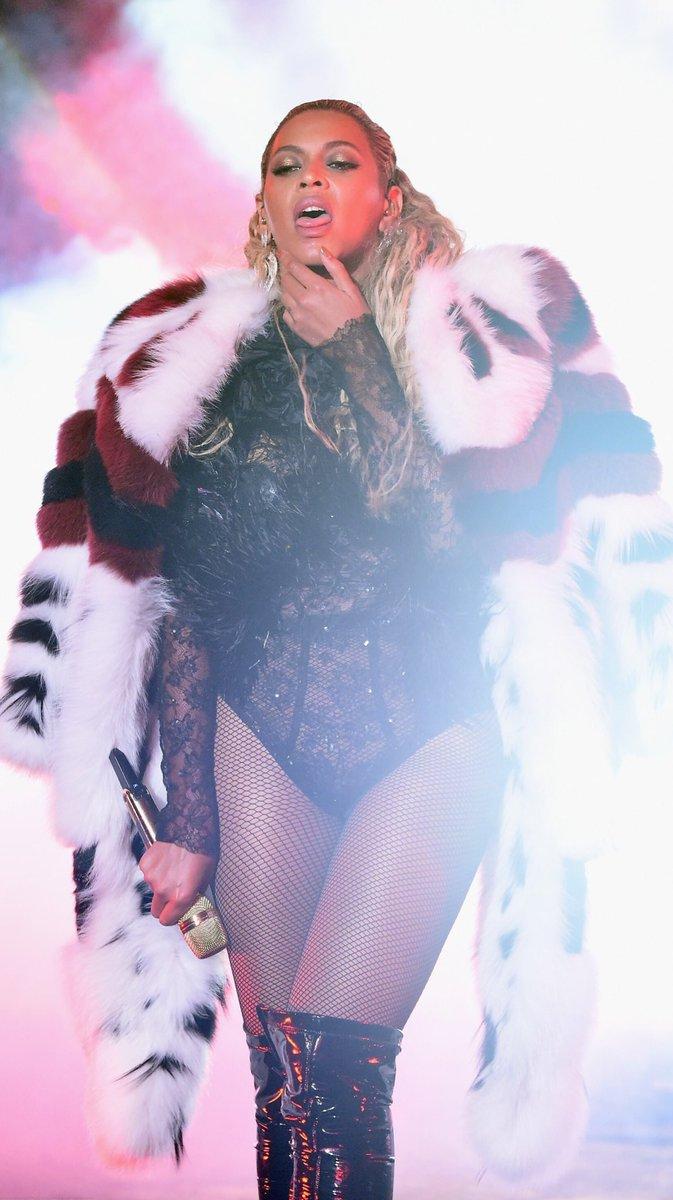 Beyoncé Looks (@KnowlesLooks) on Twitter photo 20/07/2017 16:24:37