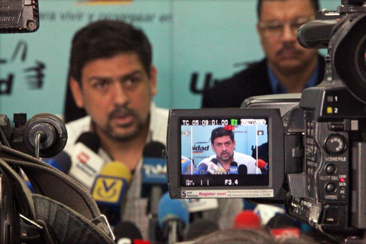 Ocariz: 'Arremetida de Maduro busca castigarnos por la consulta popular' https://t.co/5C61aAzIwM  https://t.co/D5B1gOoSPm