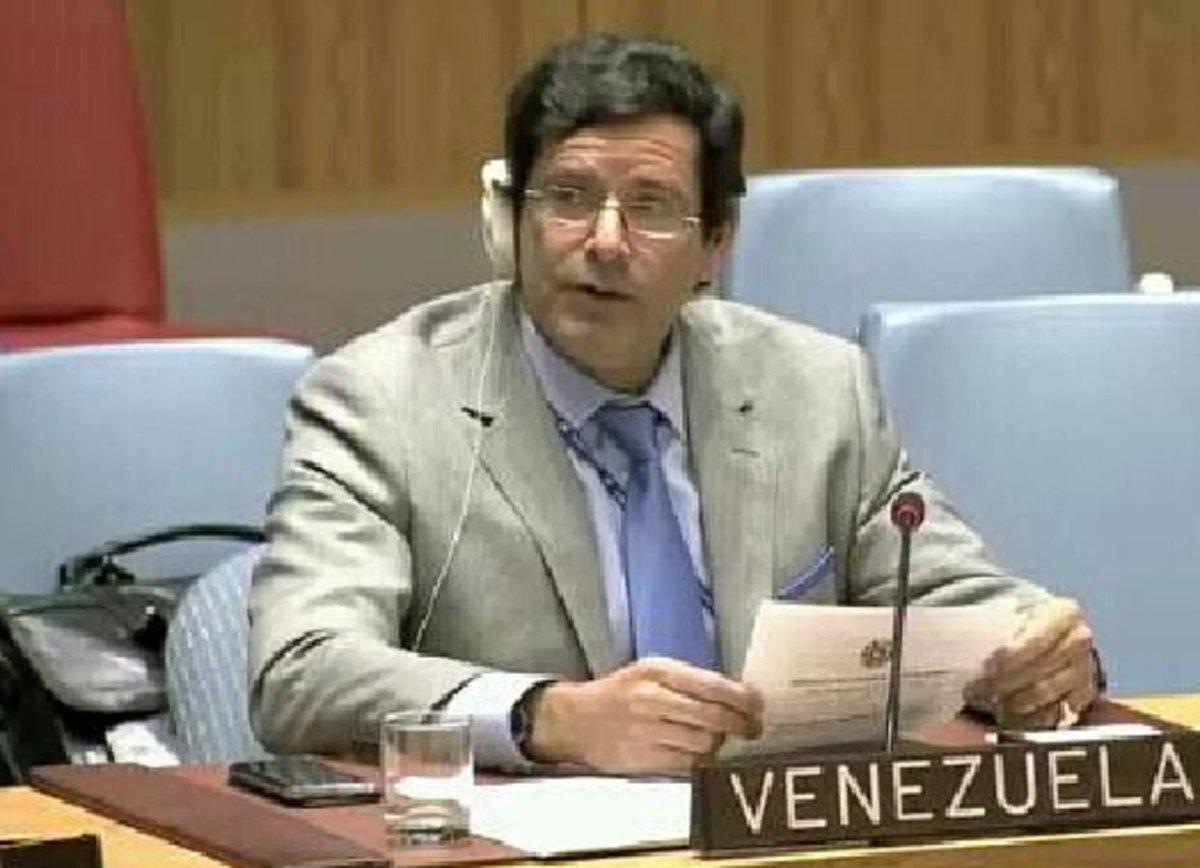 Miembro de Misión Venezuela en la ONU renuncia y se une a la resistencia https://t.co/OLlvP84szH  https://t.co/eRRBUaFadh