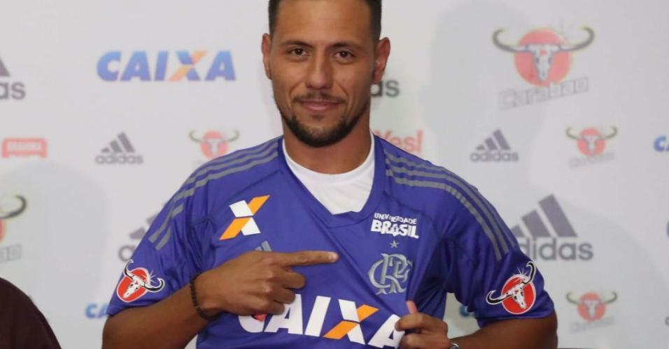 Diego Alves ganha camisa 1; Flamengo avalia estreia contra Coritiba https://t.co/631DMxk7RF