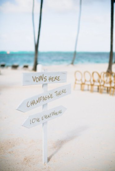 "When "" I do"" takes place on the beach, it's safe to say we'll be in love {Karina Jensen Photo} https://t.co/lg3CYHA9Pi"