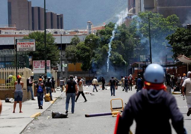 Millions heed anti-Maduro shutdown in Venezuela https://t.co/KBYIqlvhVv