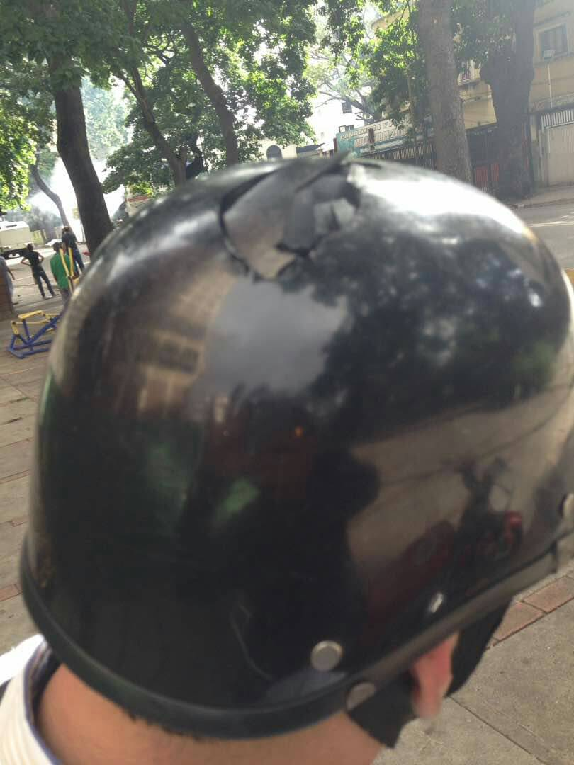 #Caracas - Press attacked by Dictators henchmen today. @CBCNews @CTVNews @CTVToronto<br>http://pic.twitter.com/xlrGr0et63