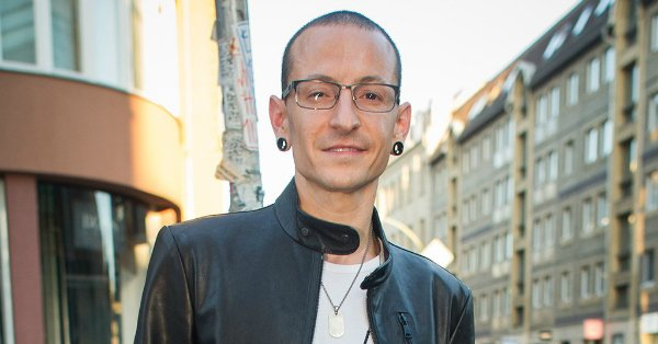 Linkin Park's lead singer Chester Bennington has passed away at the age of 41: https://t.co/5zww5hehDH