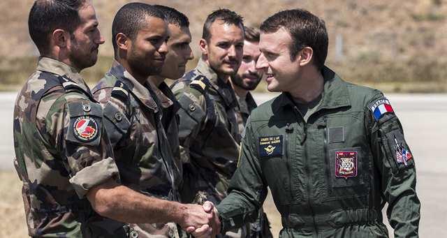 Macron s'emploie à rassurer les militaires et renvoie le débat sur les missions à l'automne https://t.co/xFTfhPy9z9