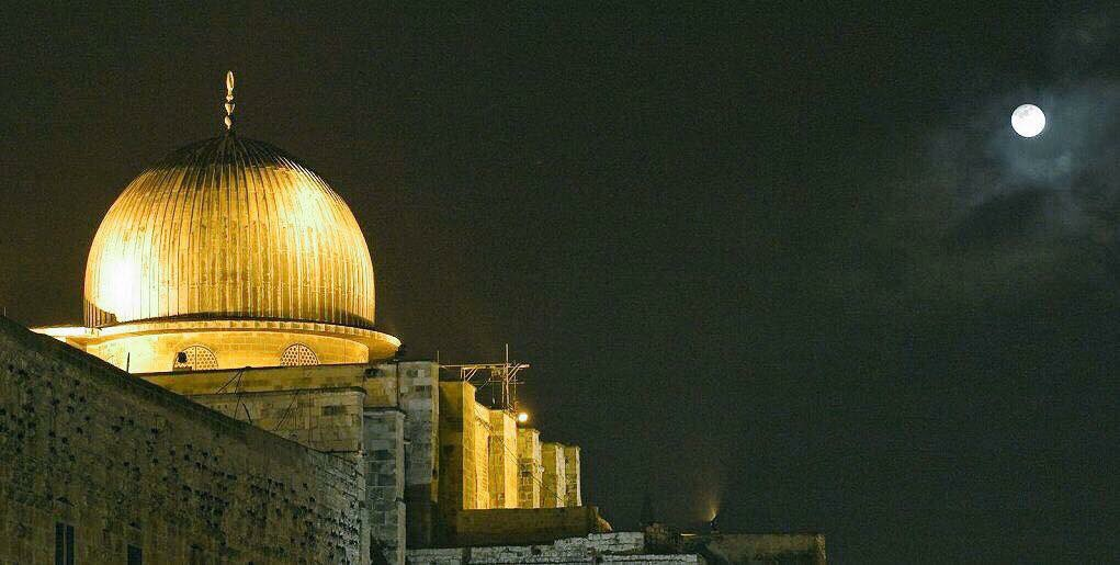 Masjid Alqsa is under attack, and our brothers & sisters in Jerusalem are standing up to protect it. #iloveAlaqsa.
