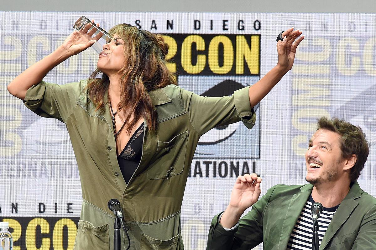 Halle Berry chugs whiskey at 'Kingsman 2' Comic-Conpanel
