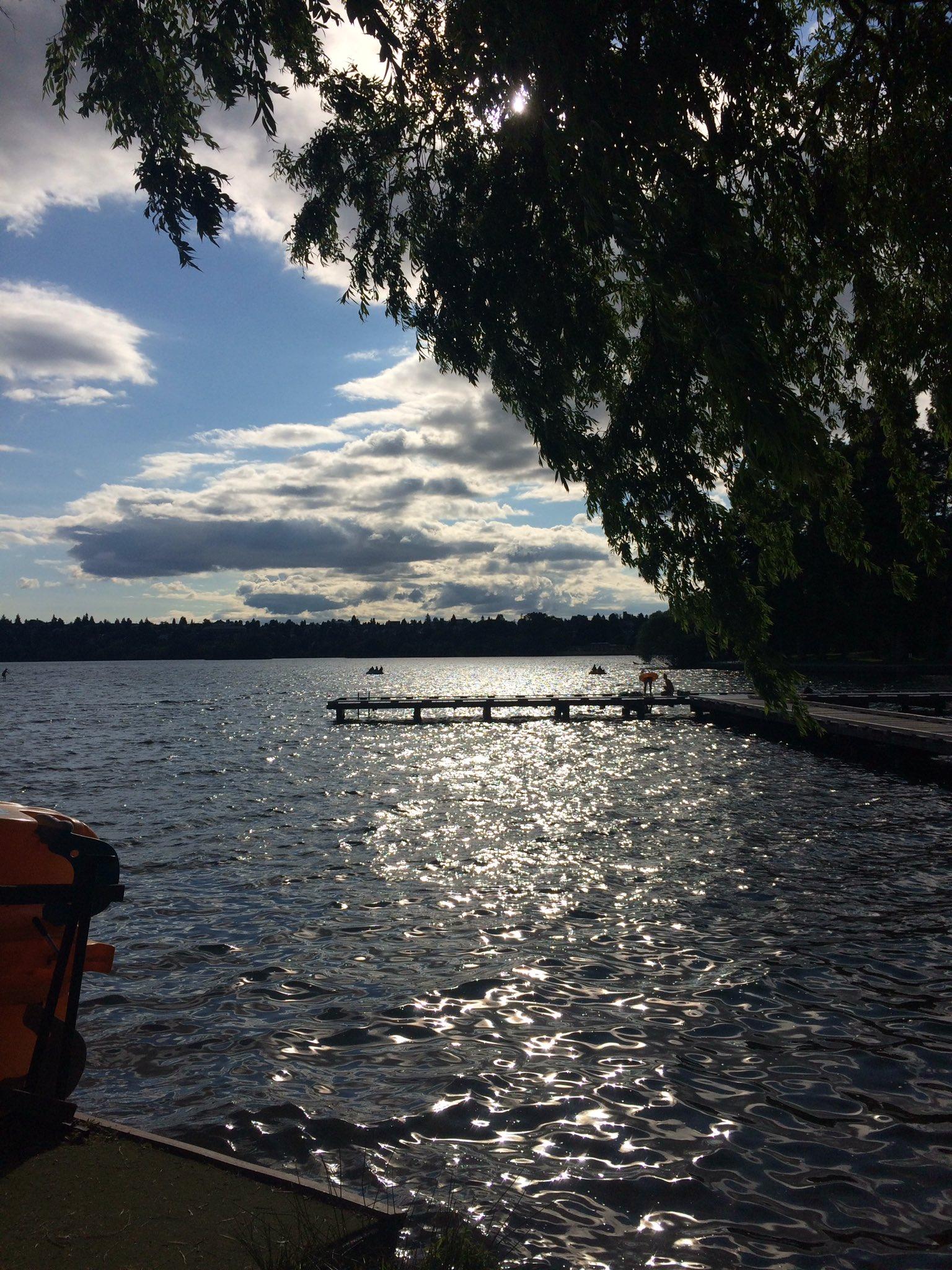 I'm currently enjoying the beautiful city of Seattle!  Walking around Green Lake and tweeting. #lamazechat https://t.co/yFyyKVoy1u