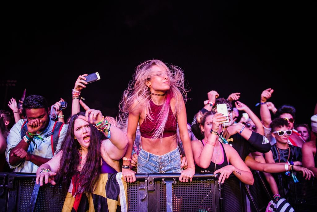 I&#39;m so exhausted but it&#39;s almost Friday and I wish my hair was long enough to do this with #festivalready #voodoofest<br>http://pic.twitter.com/ewBGT8peBZ