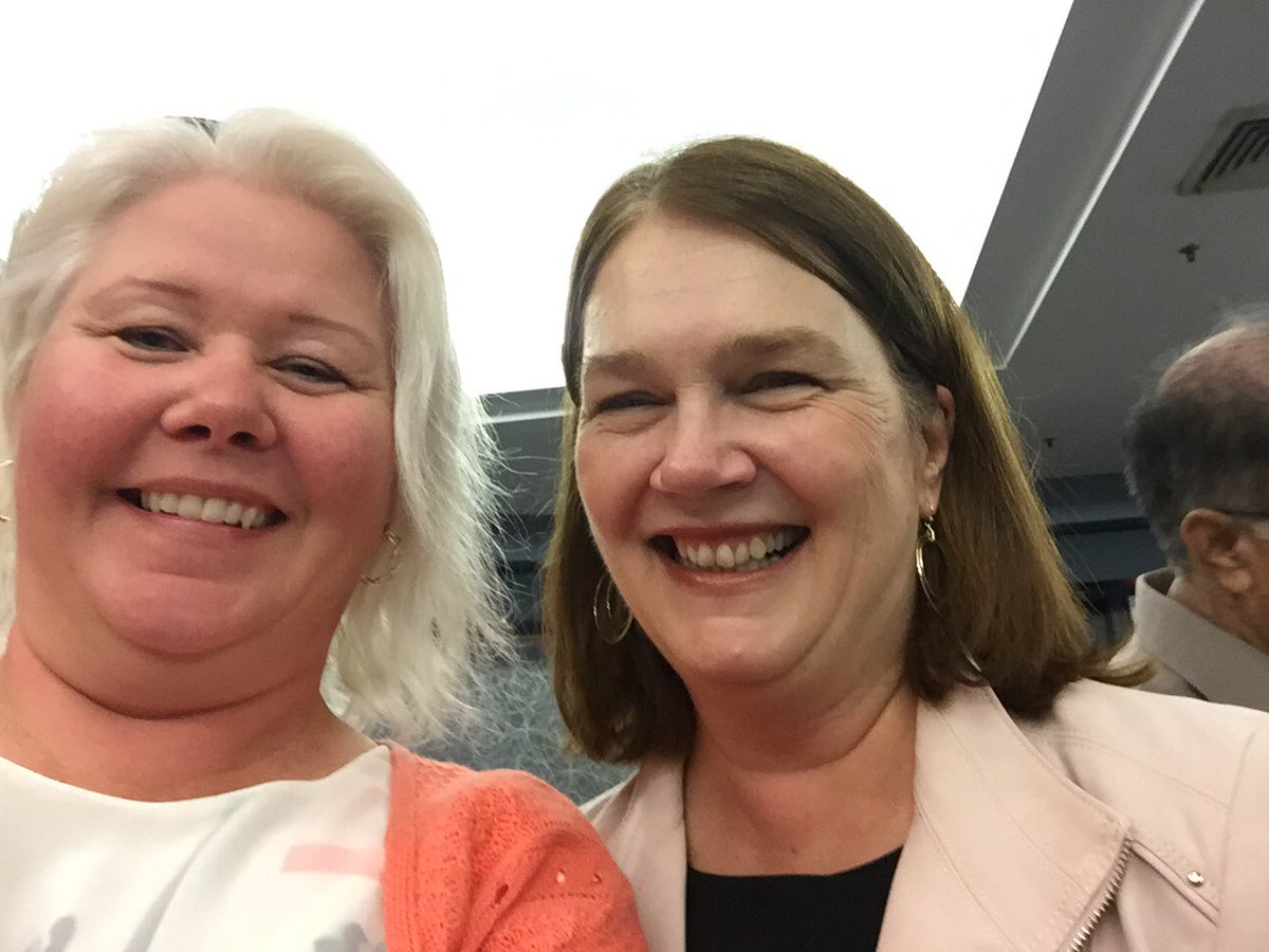 Lovely to meet @janephilpott today.    Not lots of time to talk - she&#39;s popular- but got to request #supportthereport <br>http://pic.twitter.com/2q93pXfi0t