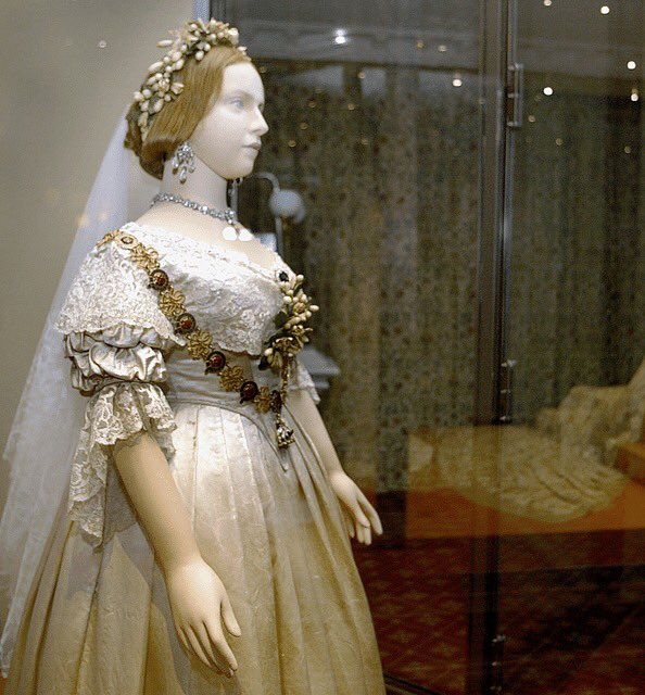 #QueenVictoria is credited with starting the white #WeddingDress trend at her own #wedding in #1840. Here are her #dress and #shoes.<br>http://pic.twitter.com/hHdHIW7JDS
