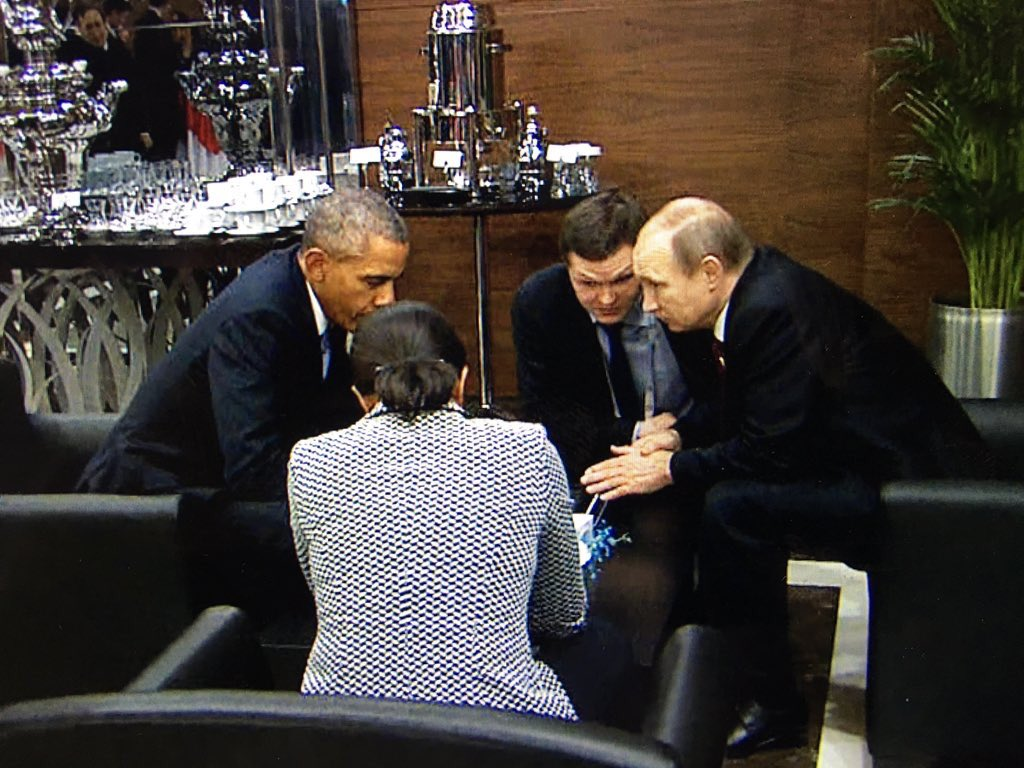 Correct me if I'm wrong but doesn't this look like an unannounced side meeting between Obama & Putin?