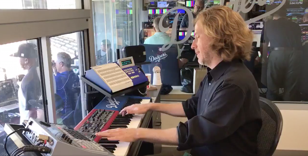VIDEO: Dodgers organist pays tribute to Chester Bennington by playing Linkin Park's 'Numb' before game. Goosebumps. https://t.co/K7ssEw269R