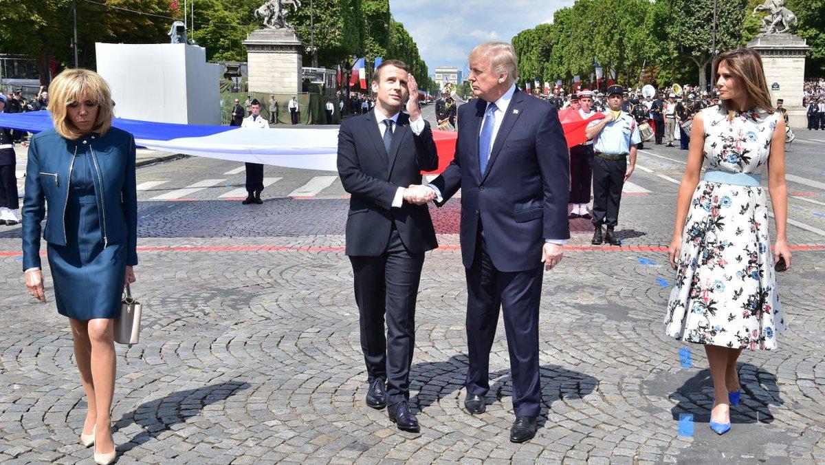 Quand Trump explique que Macron 'adore lui tenir la main' https://t.co/qfxIiwRCUt